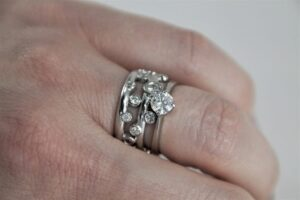 White gold interlocking ring. 1024x682 1 300x200